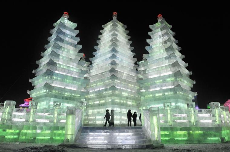 Wonderful-Creative-Ice-Sculptures-11