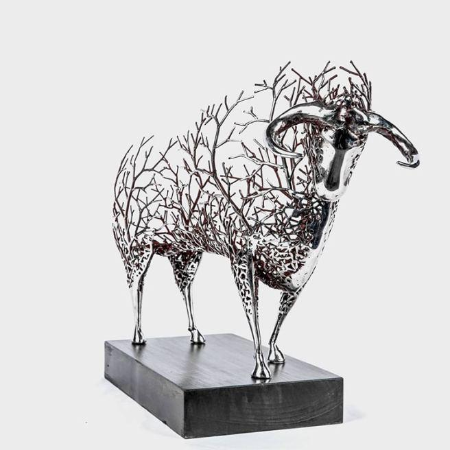 Artist Creates Metal Sculptures That Look Like Animal